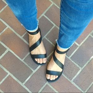 Franco sarto black leather strappy sandals flat 8
